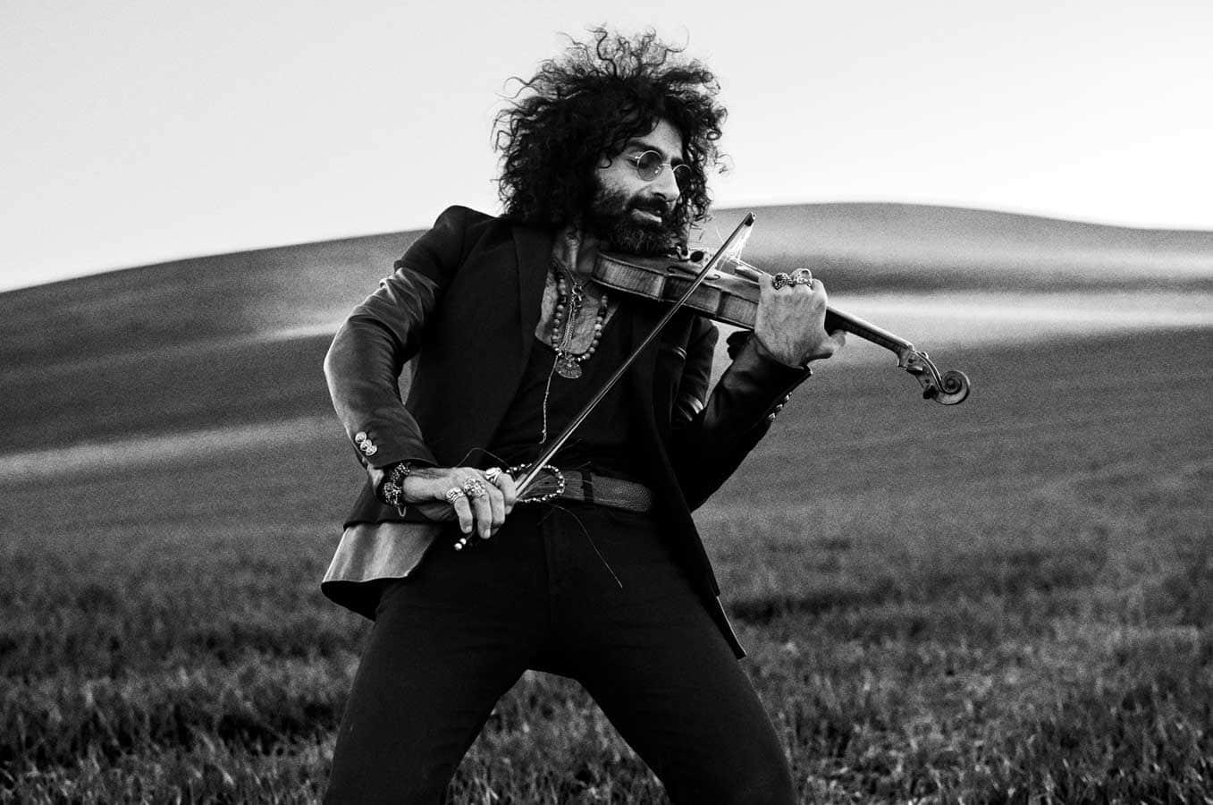Ara Malikian with violin
