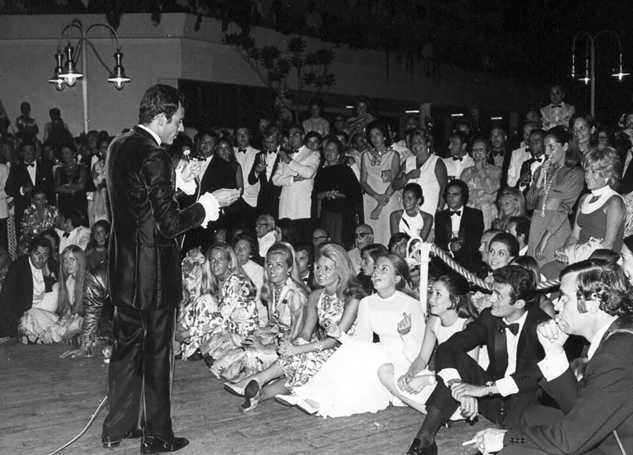 Puerto Banús A very young Julio Iglesias provided the entertainment at the inauguration party