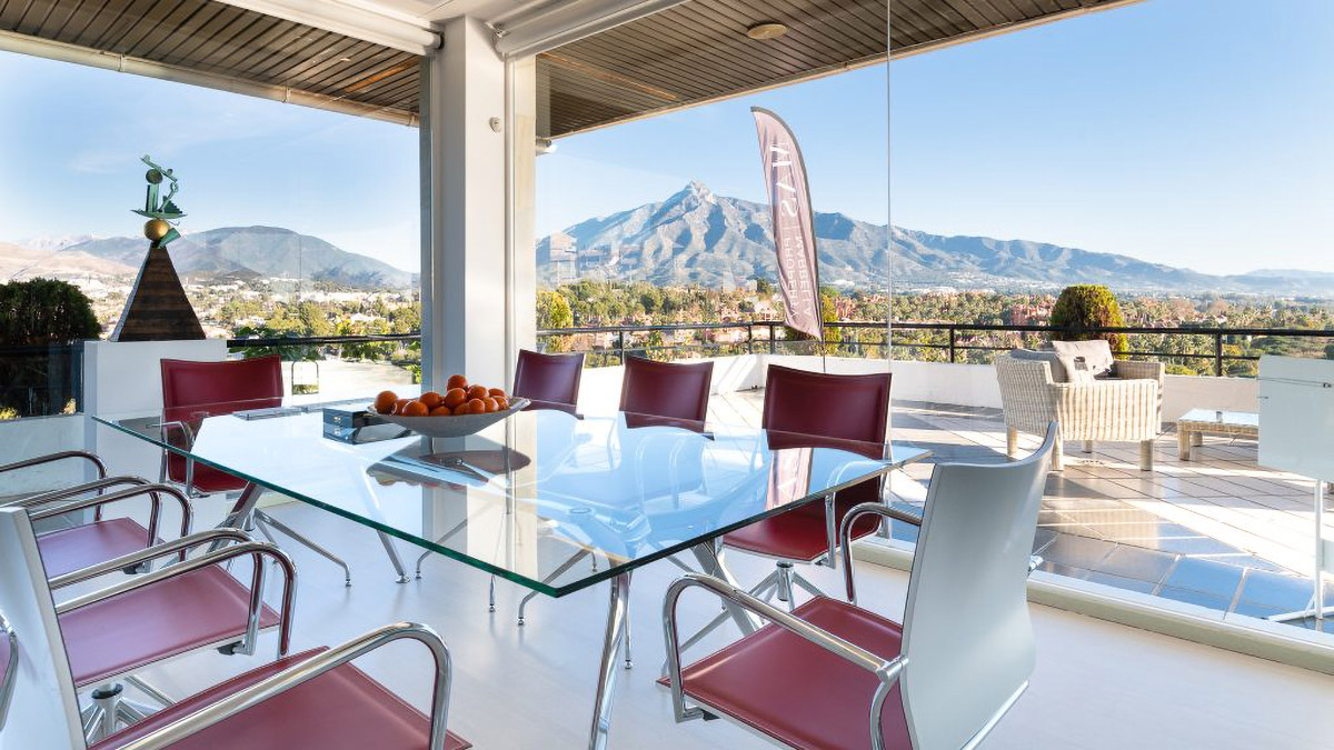 Property have fabulous offices with uninterrupted views towards La Concha mountain and the Med