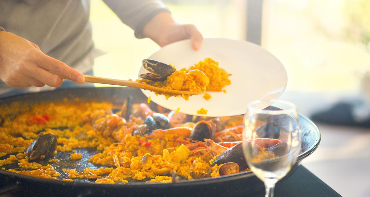 Large Spanish paella