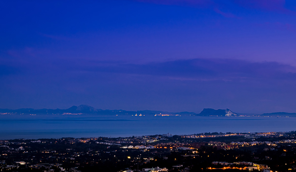 Nighttime view from Vista Lago