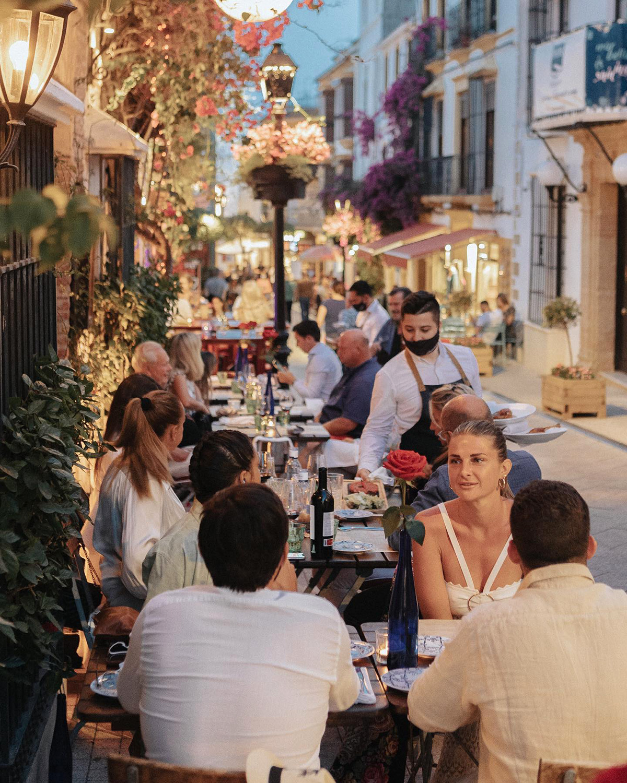 Casanis, summer dining on the street