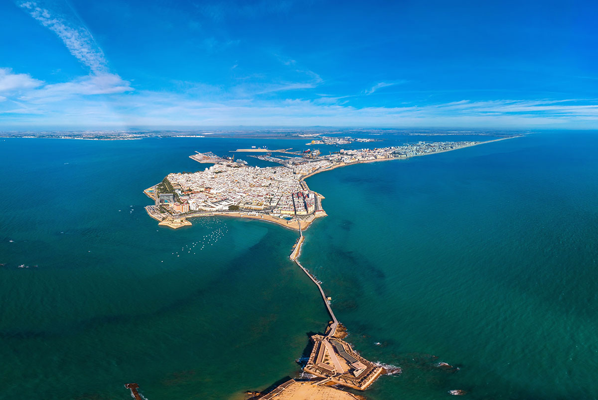 Cádiz city is totally surrounded by water